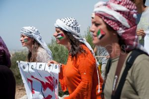 1345833089-palestinians-protest-israeli-wall-in-west-bank_1404545