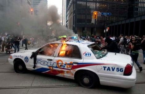 w_g20_burning_police_car_cp_8947483
