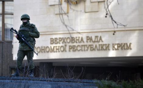 Unknown Gunmen Blocking Entrance of  Supreme Council of Crimea