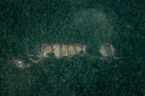 Illegal gold mine in Posto de Vigilância, or Lookout Point, a Munduruku village. Credit Meridith Kohut for The New York Times